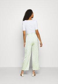 EDITED - LUNA TROUSERS - Pantalon classique - foam green - 2