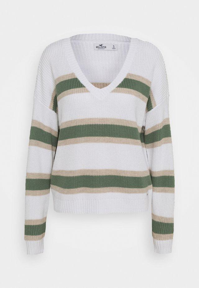 CORE VNECK - Jersey de punto - white/green