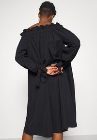 Gina Tricot - KAMILA OFFSHOULDER DRESS - Sukienka letnia - black - 5