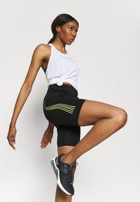 Ellesse - KAFFION SHORT - Leggings - black - 3