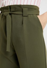 KIOMI TALL - Pantalon classique - olive night - 4
