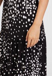 LASCANA - Maxi dress - schwarz-weiß-bedruckt - 4