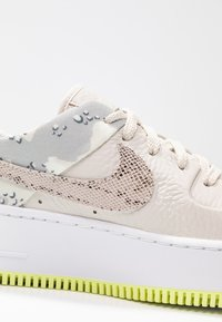 Nike Sportswear - AIR FORCE 1 SAGE PRM - Trainers - light orewood brown/moon particle/sail/white/hyper pink/racer blue - 2