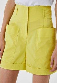 LIU JO - Shorts - yellow - 3
