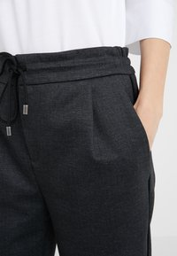 DRYKORN - LEVEL - Trousers - anthracite - 5