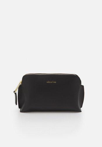 ANNE - Wash bag - black