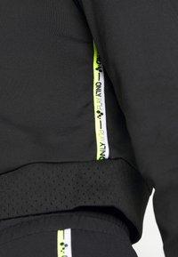 ONLY PLAY Petite - ONPADOR SHORT PETITE - Camiseta de manga larga - black - 5