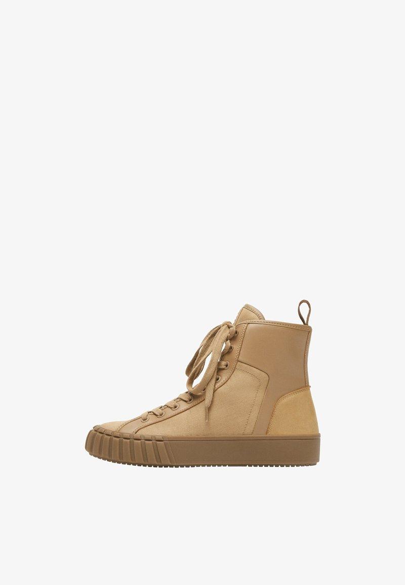 Uterqüe - Sneakers hoog - nude