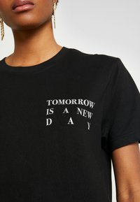 Merchcode - LADIES NEW DAY TEE - T-shirt print - black - 5