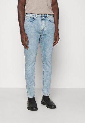 COOPER TAPERED - Zúžené džíny - light blue