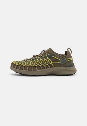 UNEEK  - Sneakers laag - dark olive/forest night