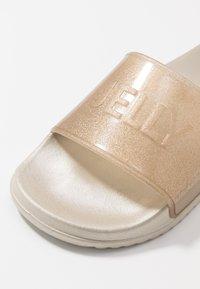 LEMON JELLY - SHEA - Sandales de bain - transparent gold/glitter - 2