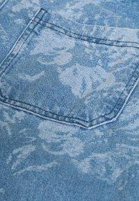Jaded London - LASER ETCHED FLORAL SKATE - Straight leg jeans - blue - 5