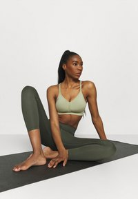 Nike Performance - INDY SEAMLESS BRA - Light support sports bra - celadon/white - 3