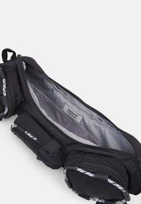 adidas Originals - ESSENTIAL CROSSBODY ADICOLOR FANNY PACK WAISTBAG - Bum bag - solid grey/white/black - 2