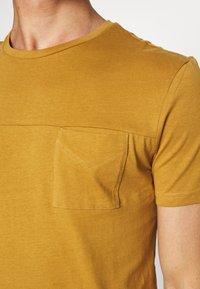 Pier One - Jednoduché triko - brown - 5