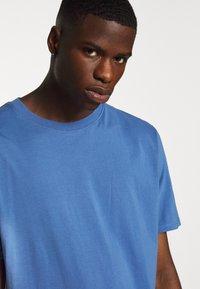Weekday - FRANK - T-shirt - bas - navy - 4