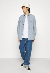Levi's® - CLASSIC WORKER - Overhemd - hickory rinse - 1