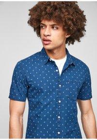 QS by s.Oliver - EXTRA SLIM - Shirt - blue aop - 3