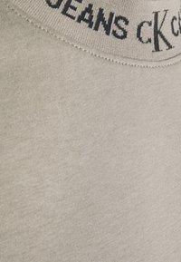 Calvin Klein Jeans - LOGO TEE UNISEX - T-shirt con stampa - elephant skin - 6