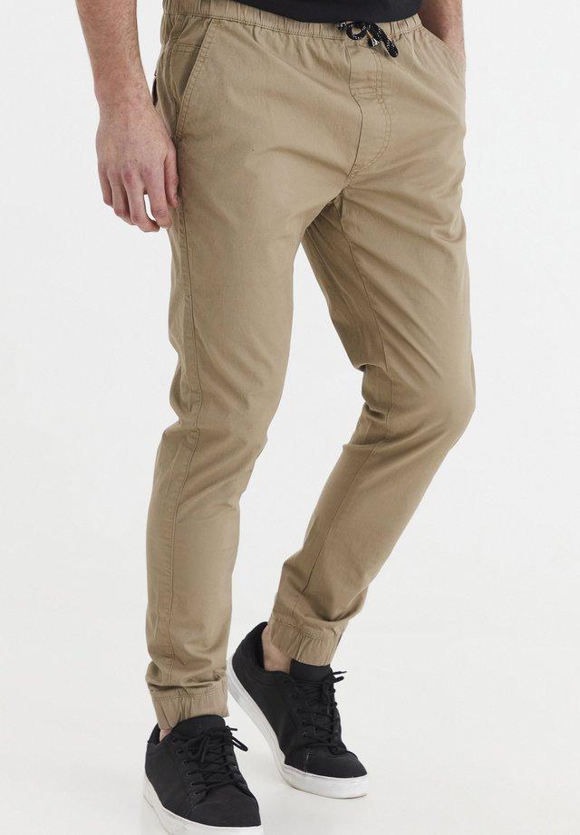 SINAN - Trousers - dune