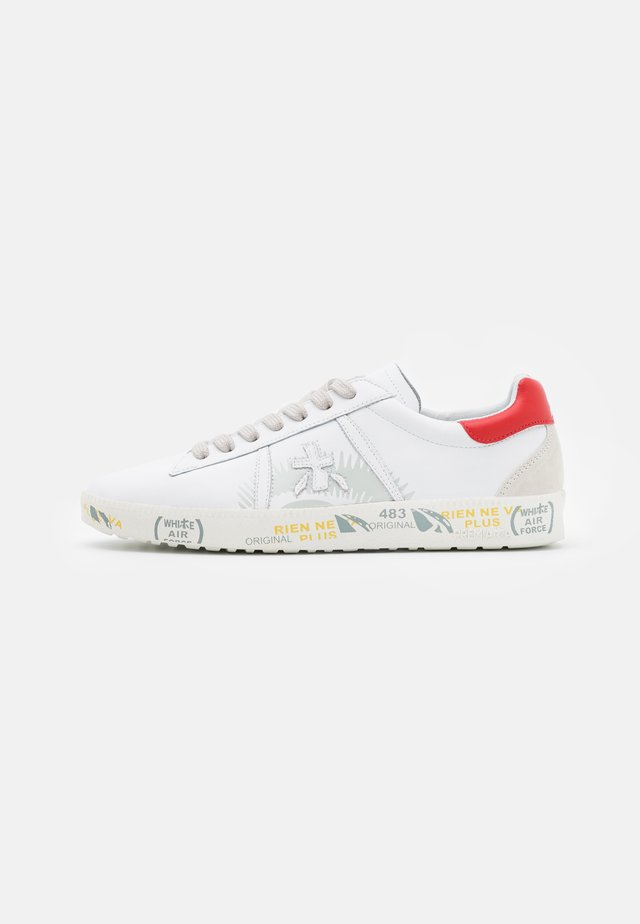 Trainers - white/red