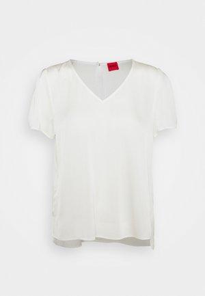 CELARA - Basic T-shirt - natural