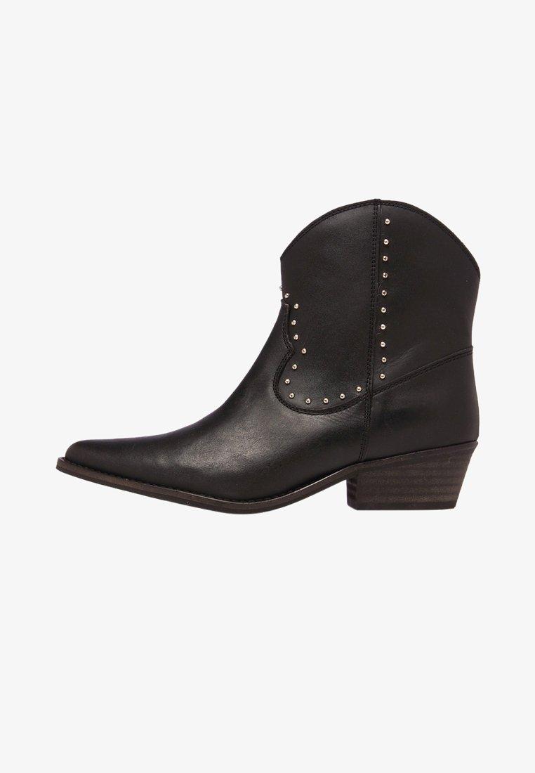 Eva Lopez - Cowboy/biker ankle boot - black