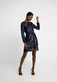 Dorothy Perkins - SEQUIN LONG SLEEVE FIT AND FLARE - Cocktailkjole - navy - 2