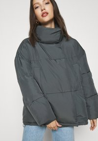 BDG Urban Outfitters - WRAP PUFFER - Winter jacket - charcoal - 5