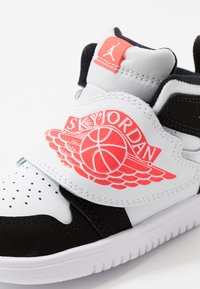 Jordan - SKY 1 UNISEX - Basketball shoes - white/infrared/black - 2