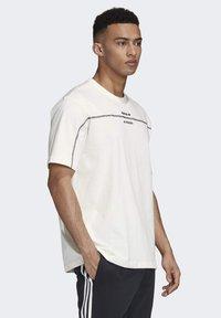 adidas Originals - R.Y.V. T-SHIRT - Print T-shirt - white - 2