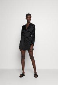 Hunkemöller - KIMONO  SLEEVE INSERT - Dressing gown - black - 0