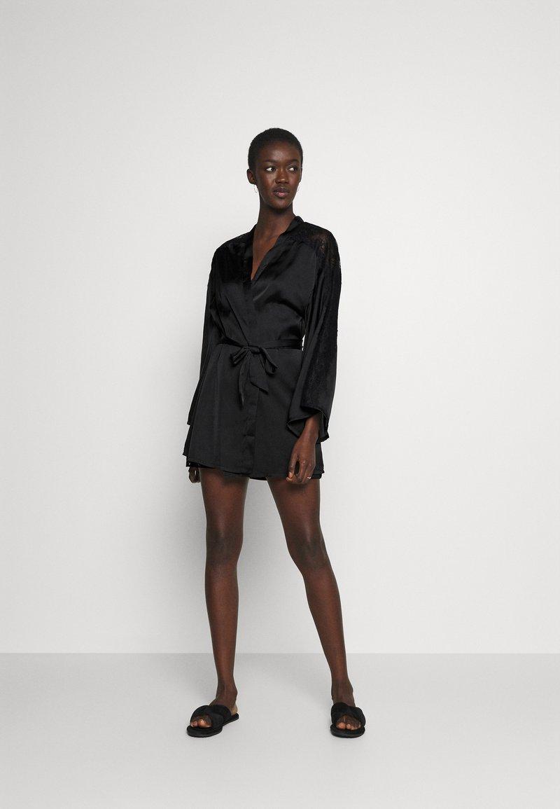 Hunkemöller - KIMONO  SLEEVE INSERT - Dressing gown - black