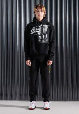 VINTAGE - Bluza z kapturem - black