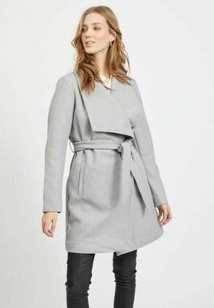 BINDEBAND IN DER TAILLE - Trenchcoat - light grey melange