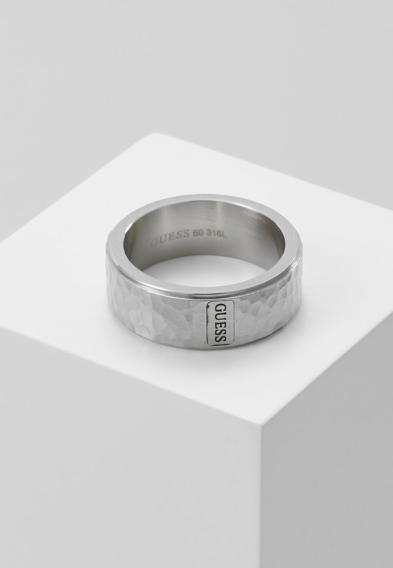 Guess - HERO HAMMERED BAND - Ring - silver-coloured