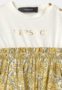 Versace - BAROQUE KIDS POPLIN SIGNATURE SET - Jersey dress - white/gold - 3