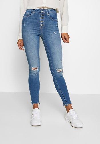 ONLFBLUSH BUTTON - Jeans Skinny Fit - medium blue denim