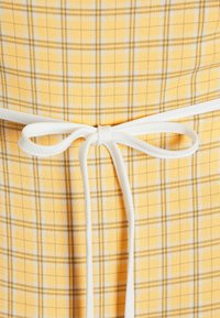 Fashion Union - MALAGA DRESS - Vapaa-ajan mekko - yellow - 2