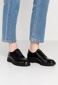 KIOMI - Slippers - black - 0