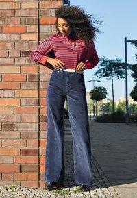 Levi's® - RIBCAGE CORD WIDE LEG - Flared Jeans - navy blazer plush cord - 5