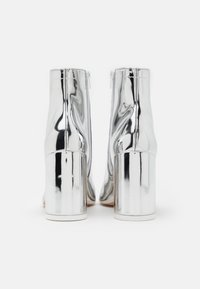 MM6 Maison Margiela - STIVALETTO EFFETTO SCUCITO - High heeled ankle boots - silver - 3