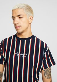 New Look - ALFA VERT STRIPE TEE - T-shirt con stampa - navy - 4