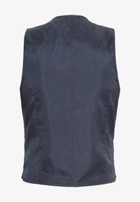 Isaac Dewhirst - BLUE CHECK 3PCS SUIT SUIT - Suit - blue - 4