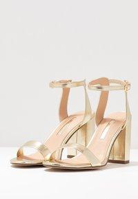 Dorothy Perkins - SHIMMER BLOCK HEEL - Sandaler med høye hæler - gold - 4