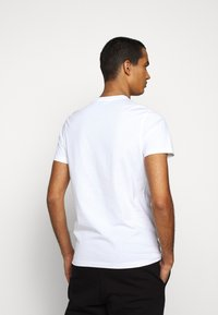 PS Paul Smith - MENS SLIM FIT SASQUATCH - T-shirt con stampa - white - 2