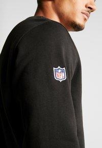New Era - NFL SHIELD CREWNECK - Mikina - black - 5