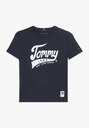 1985 TEE - T-shirt imprimé - blue