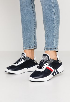 TOMMY SPORTY BRANDED RUNNER - Joggesko - desert sky